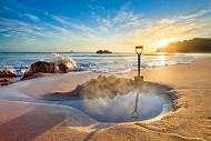 Tranh thủ đi tắm biển vào những ngày cuối hè mà vẫn đảm bảo được sức khỏe, 2018