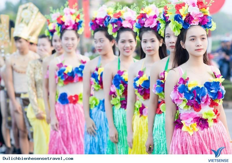 Tham gia lễ hội đường phố đặc sắc tại Carnaval Đồng Hới 2018 khi du lịch biển Nhật Lệ